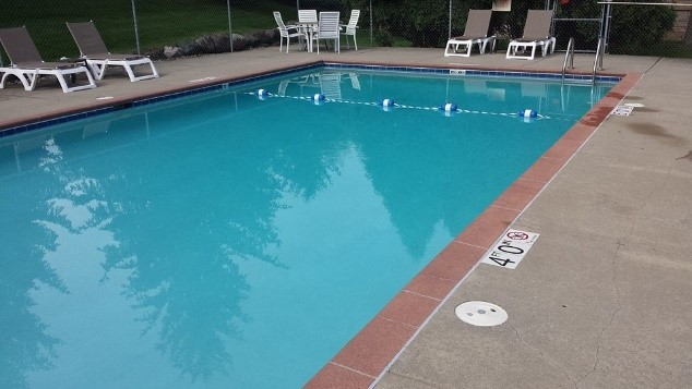 commercial-pool-services.jpg
