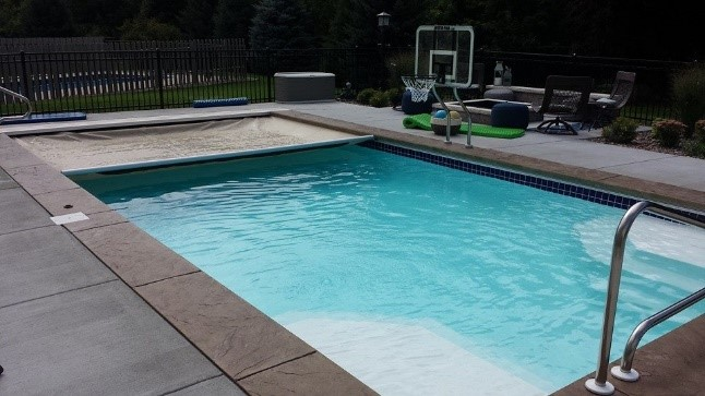 Residential Pool Cleaning : Swimming pool service brookfield wisconsin madison